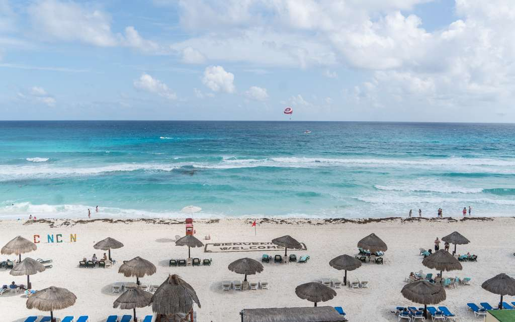 mexico-cancun-caribbean-beach-huts