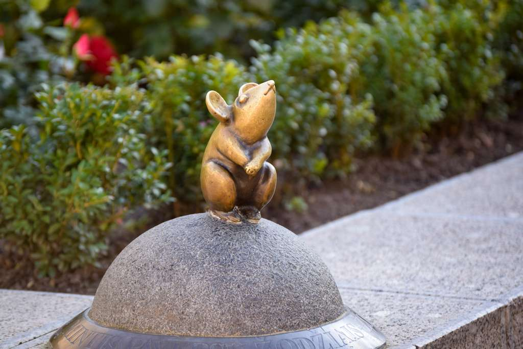mouse-sculpture-golden-saga-