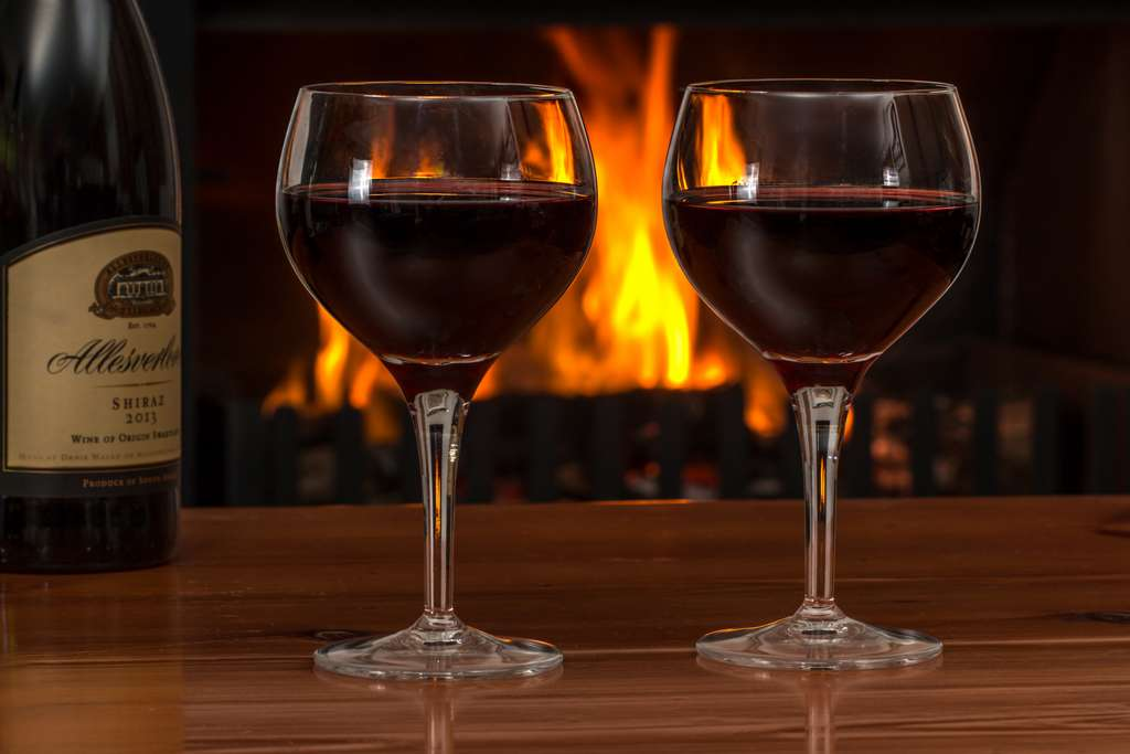 red-wine-glasses-log-fire-red-wine
