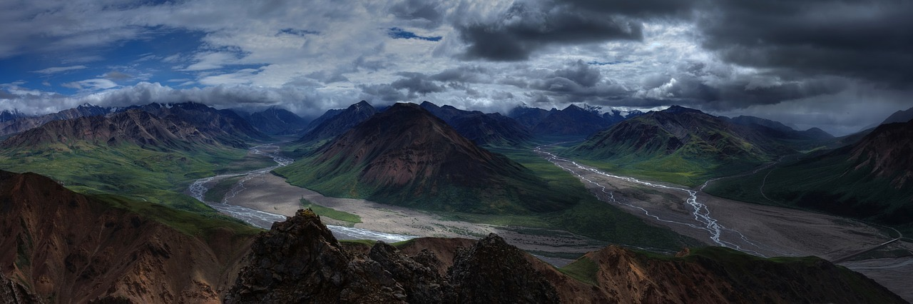 Alaska mountain landscape_PD
