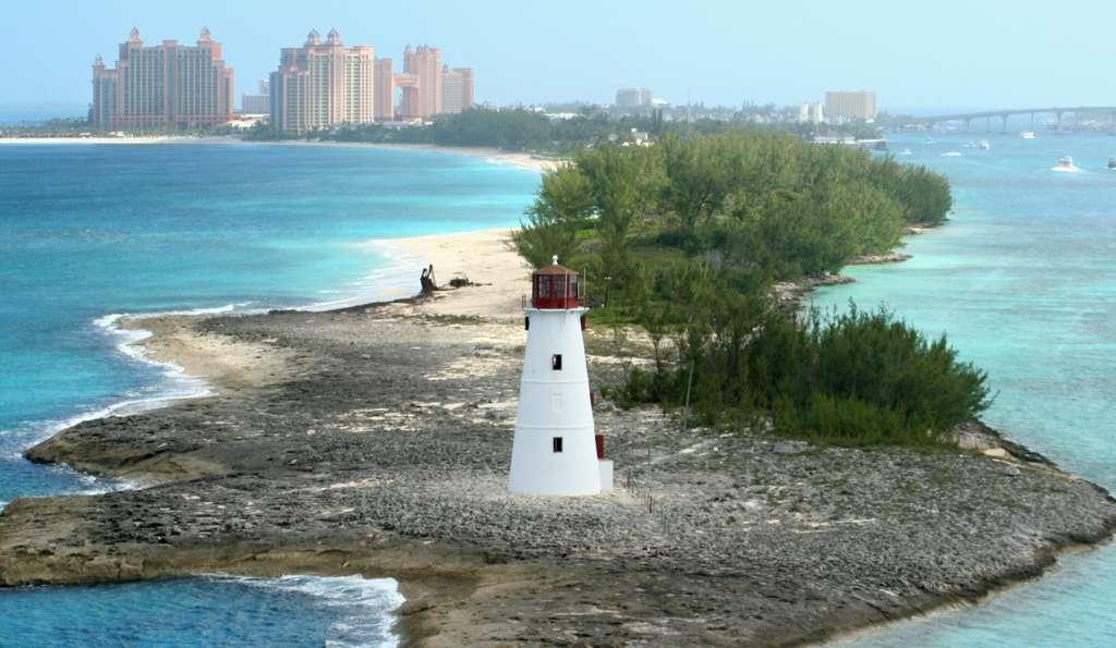 lighthouse-bahamas-nassau-island_PD