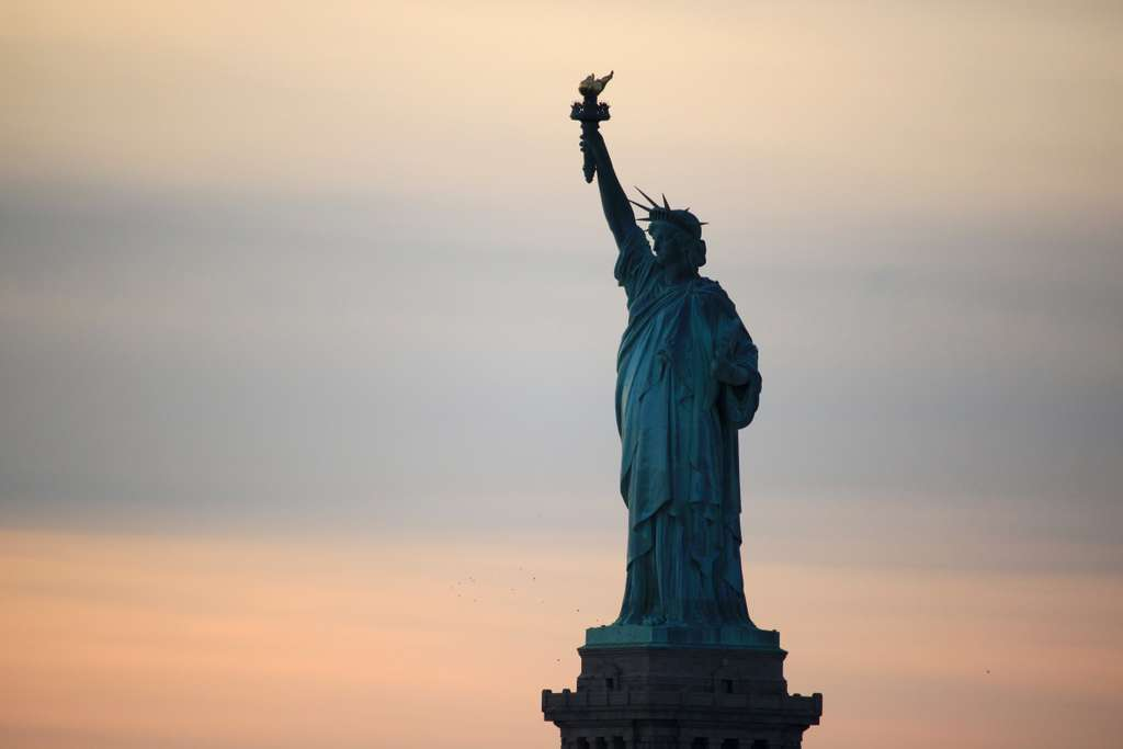 new-york-statue-of-liberty-sunset_PD