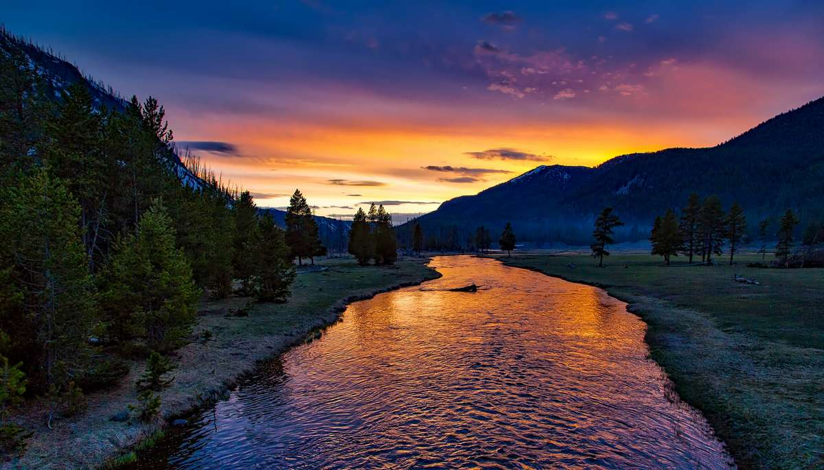 yellowstone-national-park-sunset_PD