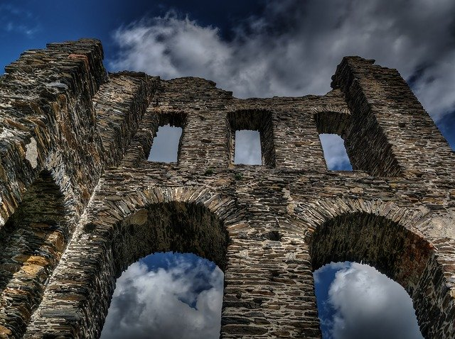 A Middle Ages Castle in Germany in Ruins_PD