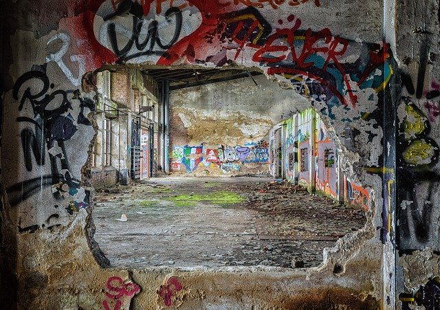 Graffiti wall ruins_PD