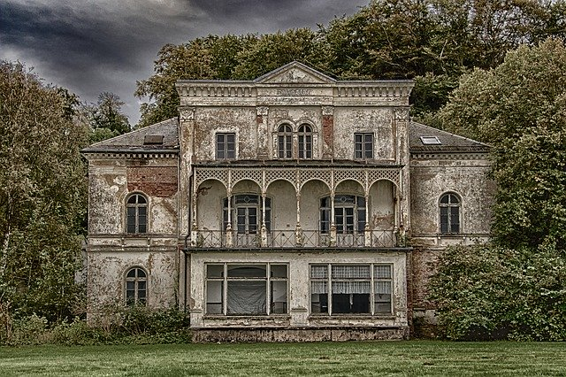 Heiligendamm Villa Ruin in Germany_PD