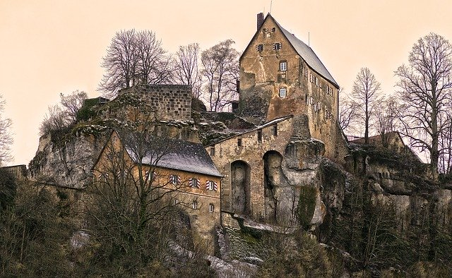 Summit Castle Burgruine Ruin Switzerland_PD