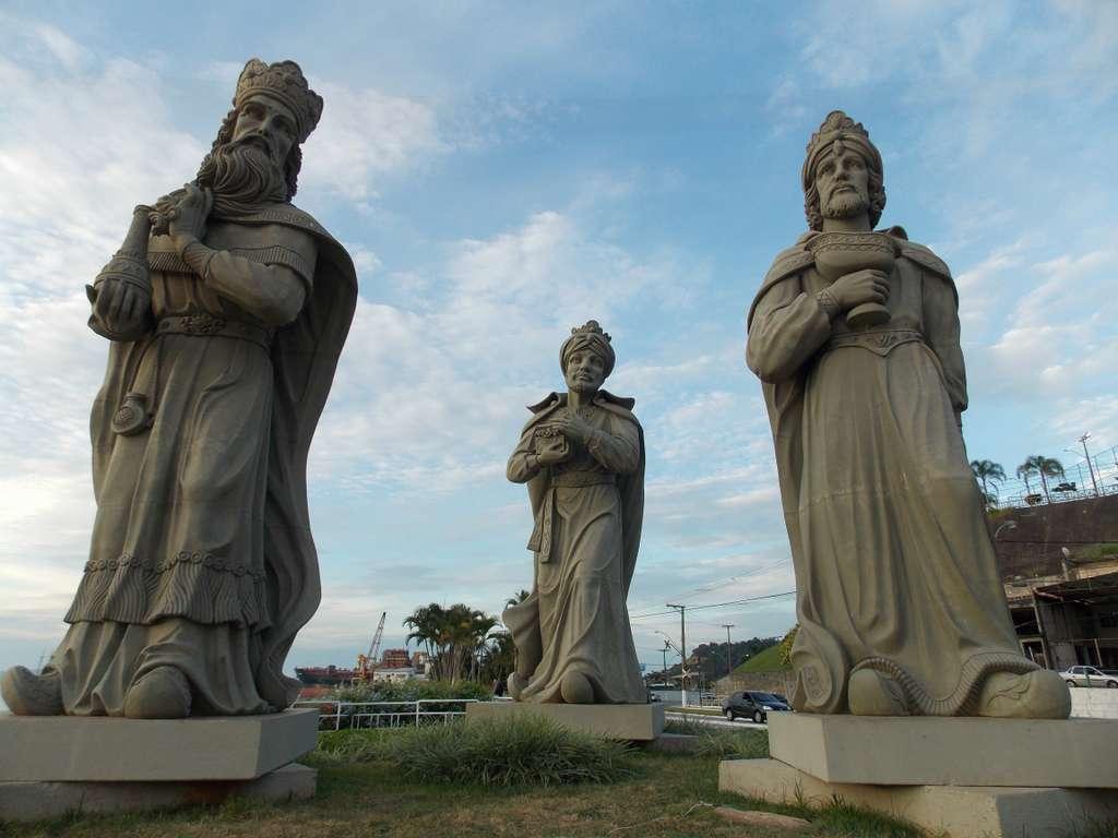 rio-de-janeiro-reis-magos-religion_angra dos reis_brazil_statue_tree_car_clouds_sky_PD