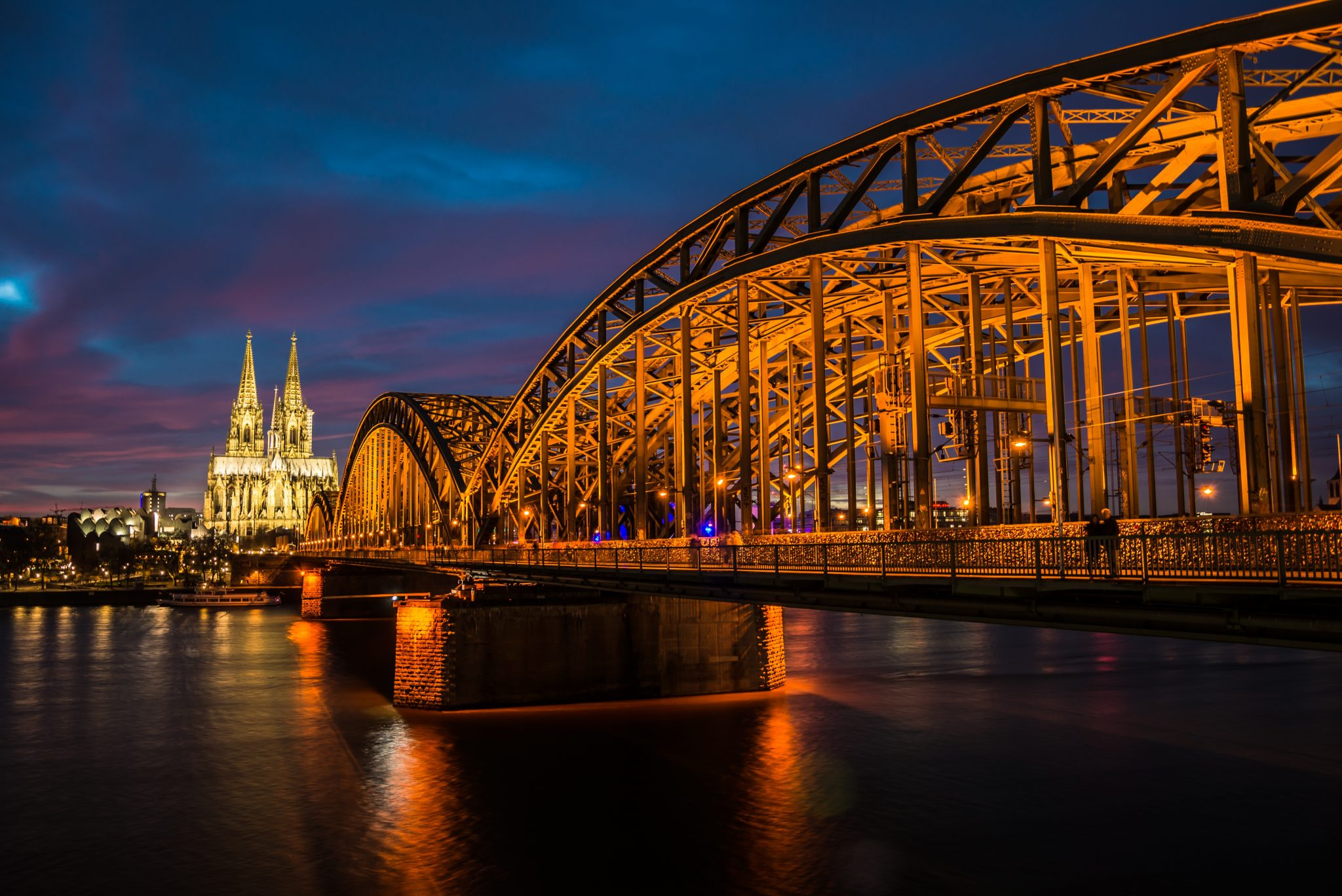 cologne-rhine-night-bridge-dom_PD