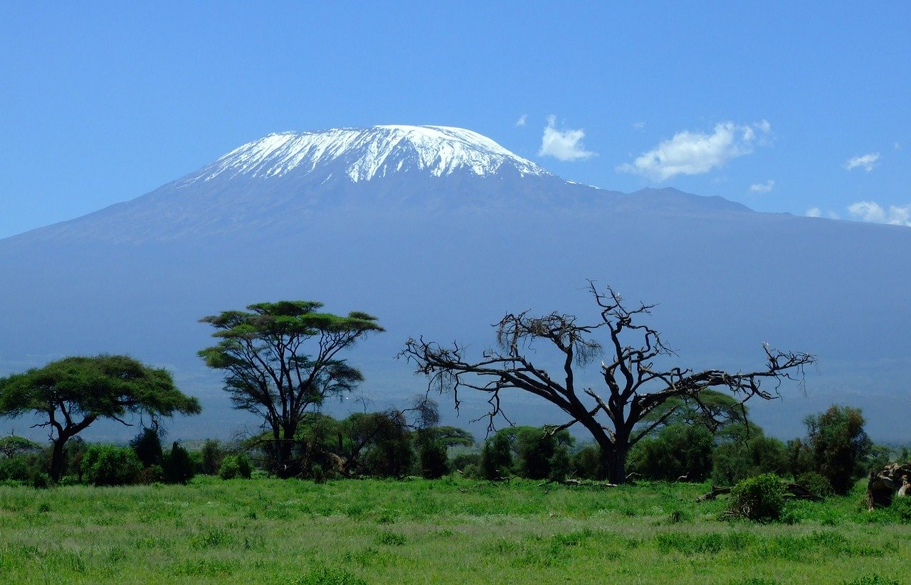 Mount Kilimanjaro_Kenya_Seen from Amboseli Natioanl Park_Safari in Africa_PD