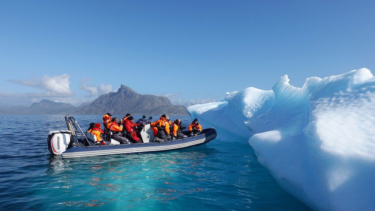Iceberg tourism in Greenland_PD
