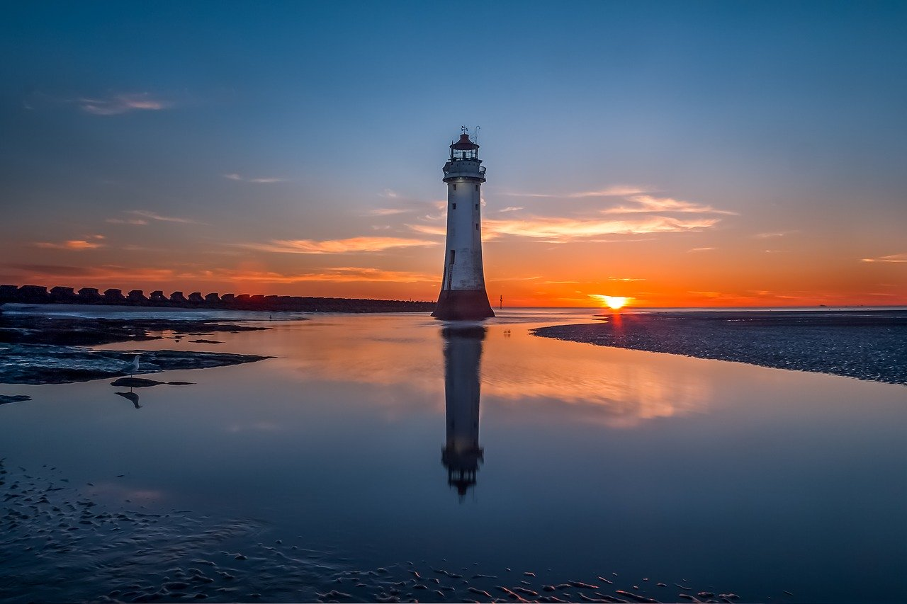 Liverpool lighthouse_England_Overlooking the Irish Sea_UK_PD
