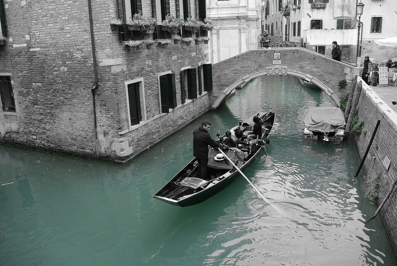 Gondola travel in Venice_Climate change and its impact on Tourism_PD