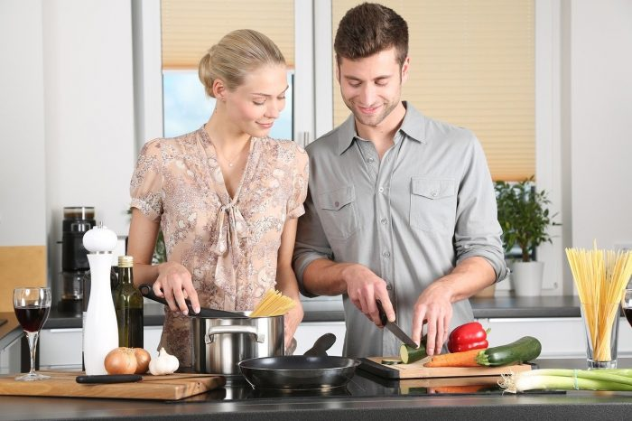 Couple cooking together_PD