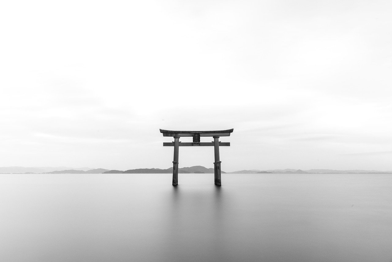 Torii gate of a Japanese Shinto Shrine_PD