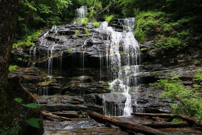 Devils Fork State Park Waterfall_South Carolina_USA_PD