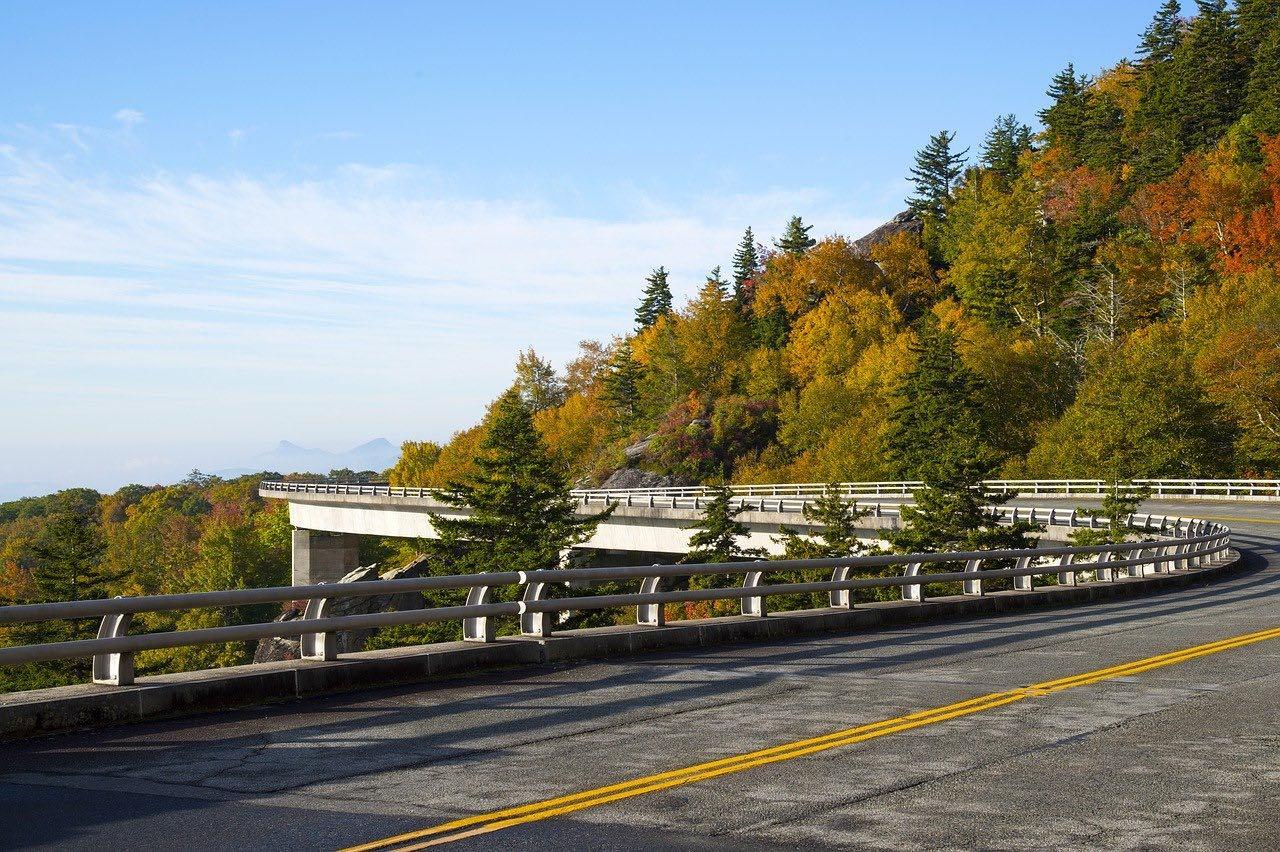 Linn Cove Viaduct_North Carolina_USA_PD