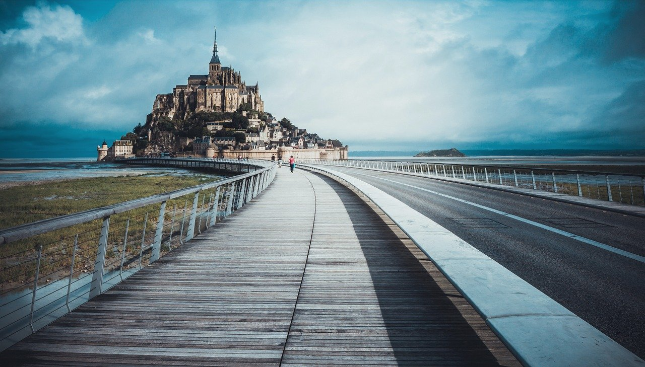 Mont Saint-Michel Bridge to Island_France_PD