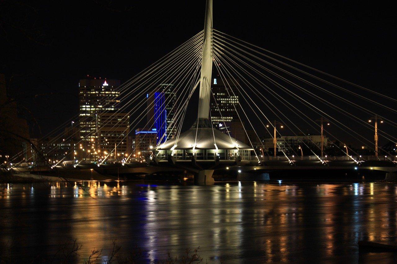 Red River bridge_Winnipeg_Canada_PD