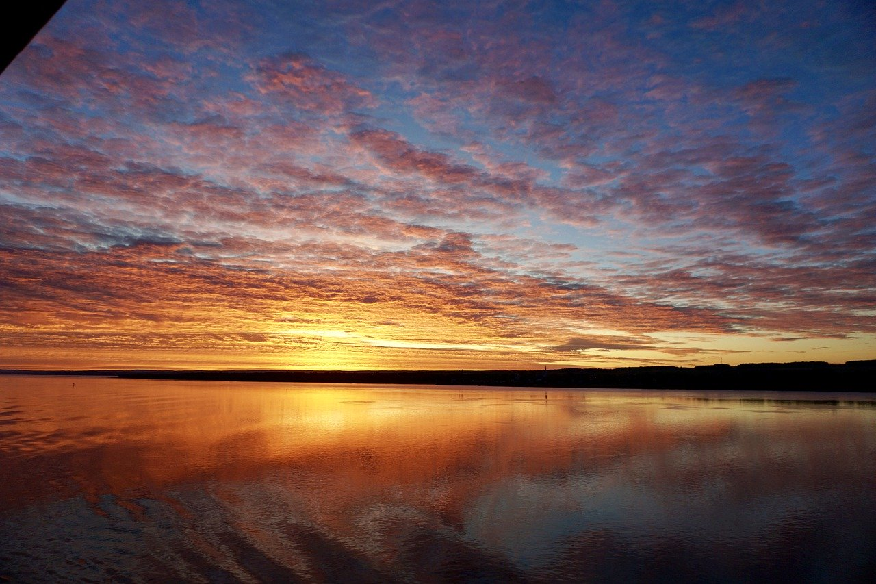 Sunrise_St Lawrence River Quebec Canada_PD