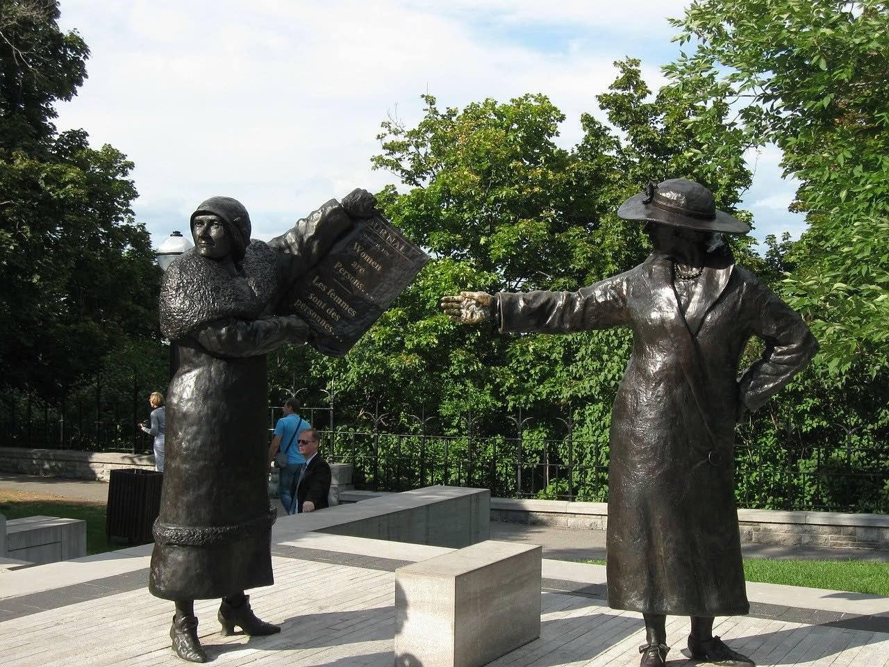 women are person statues_ottawa_canada_PD