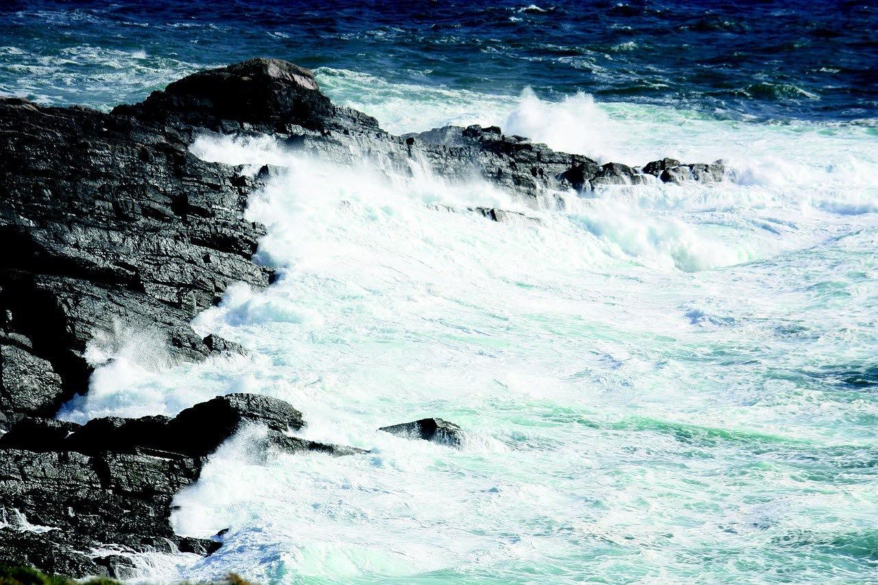 Kerry Ireland_Ocean waves_PD