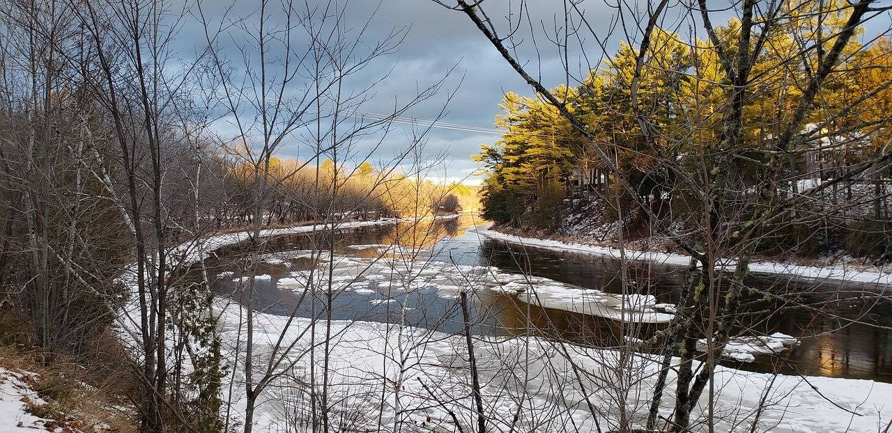 Frozen river in New Brunswick Canada_PD