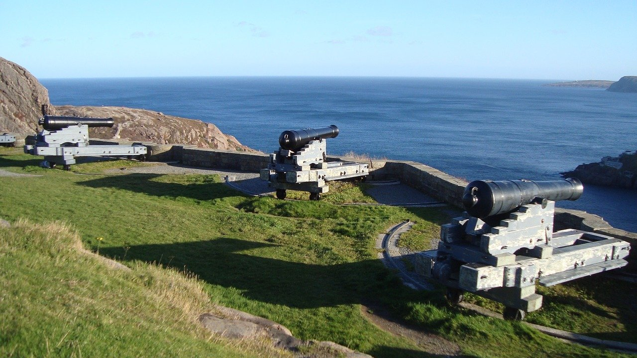 Cannons on Signal Hill_Newfoundland_Canada_PD
