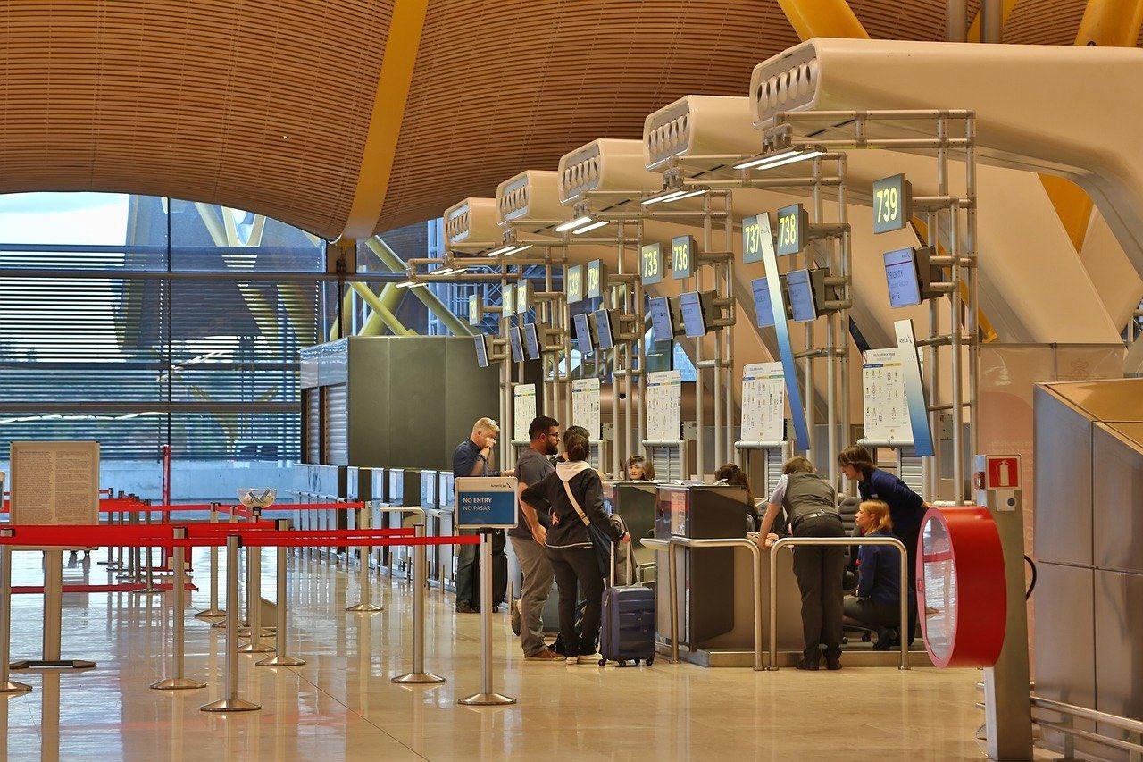 airport checkin long line_web checkin_PD
