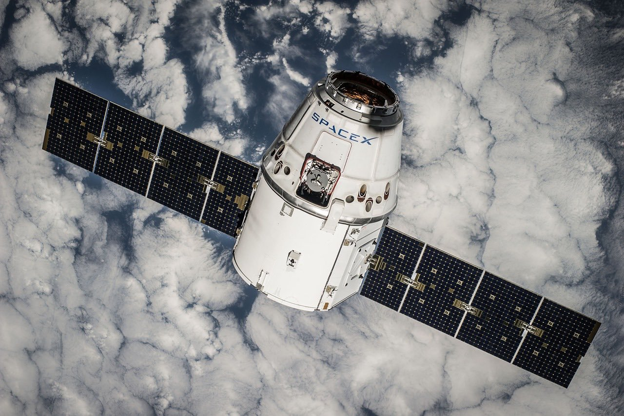 satellite load_SpaceX_Elon_PD